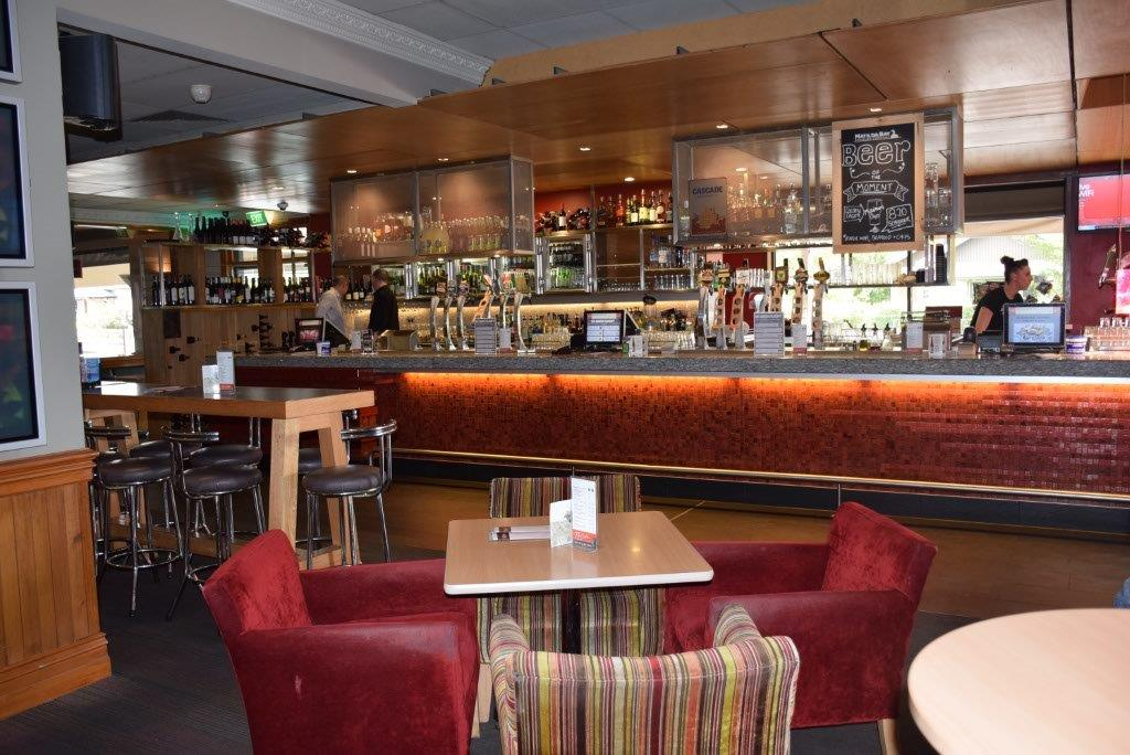 The Red Lion Bar, Restaurant and Cafe