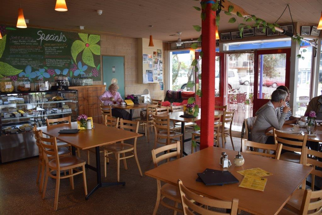 Café 153, Apollo Bay main street - yummy food and a kids toy corner!
