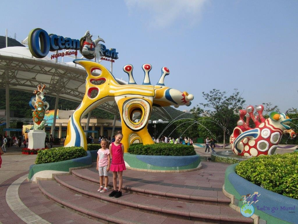 Opening time at the Ocean Park entrance - we still didn't have enough time to cover everything!