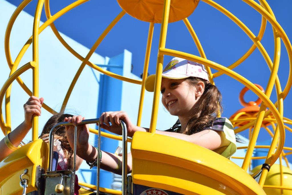 The girls loved the Sylvester and Tweety Cages ride!