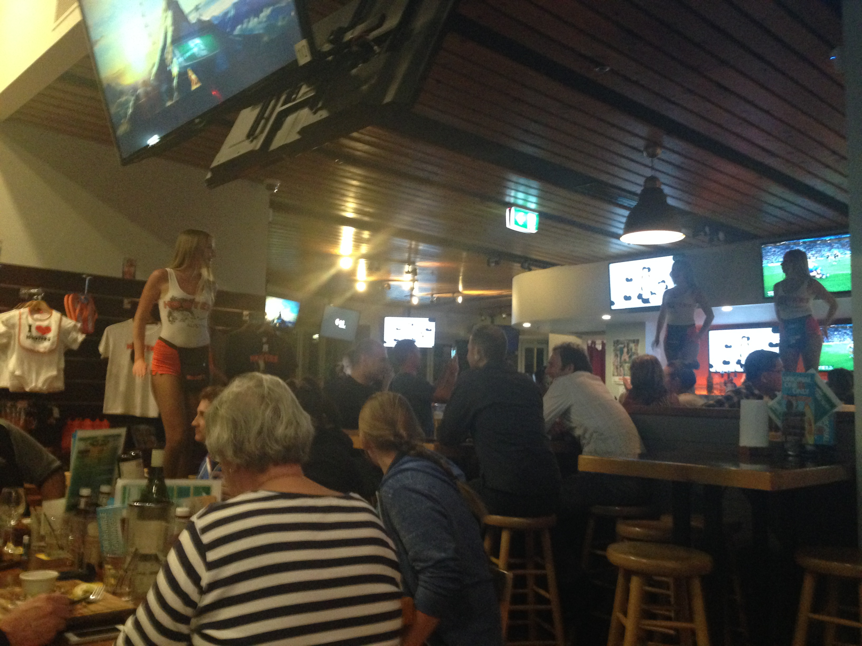 Hooters Surfers Paradise
