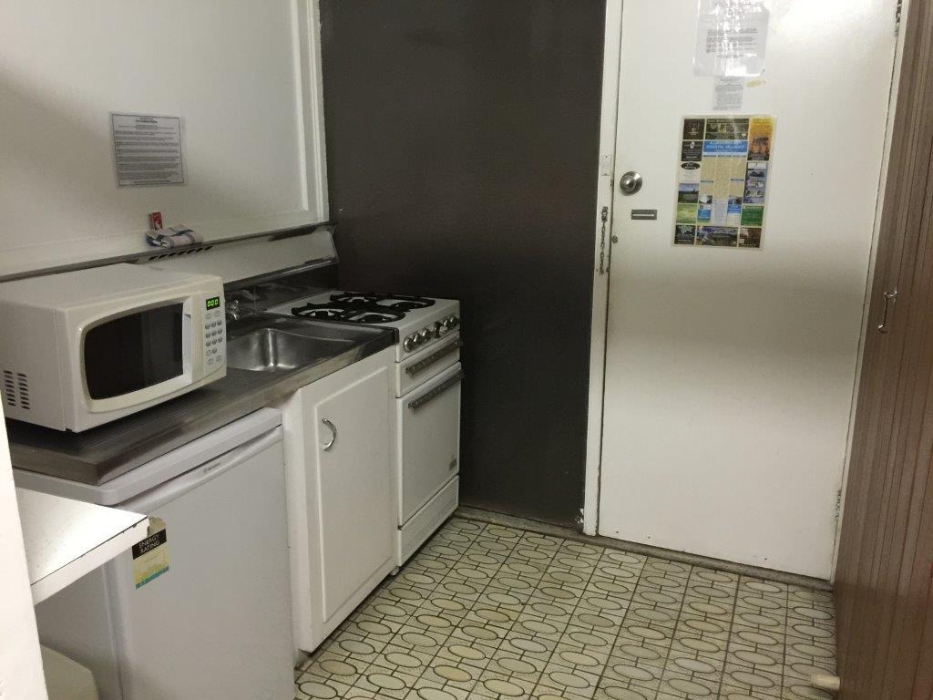The City Beach Motel room kitchenette